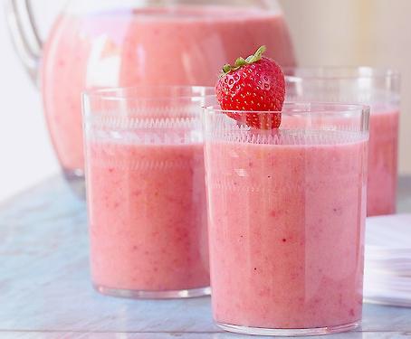 Orange, strawberries and parsley juice